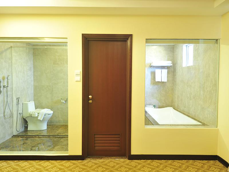 Premier Executive Bathroom